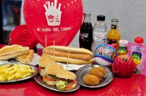Nuevas tapas de El cubo del tapeo, Menú infantil con fruta,bocata frankfurt, mini hamburguesas, patatas fritas y yogur Danonino ,Comercios Mollet