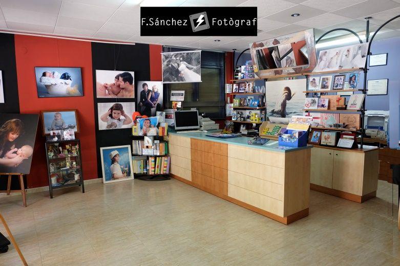 Estudio de fotografía en Mollet del Vallès, Foto Sánchez fotógrafo bodas, bebés y embarazadas.