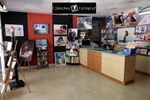 Estudi de fotografia a Mollet del Vallès, Foto Sánchez fotògraf, imatges d'embarassades, nounats o parelles