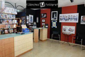 Fotógrafo de estudio en Mollet del Vallès F.Sánchez,tienda de fotografía con estudio para fotos únicas y diferentes, Día de la Madre