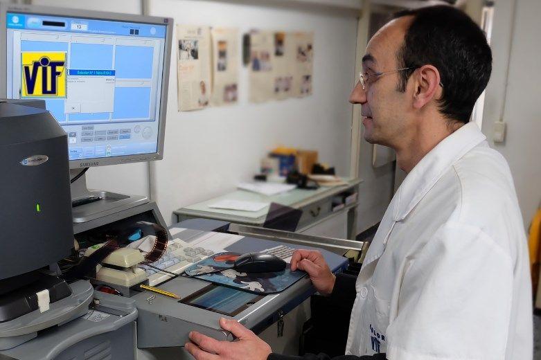 Color VIF laboratorio fotográfico profesional Barcelona, foto digital y analógica barato, fotos DNI, revelado negativos y escanear