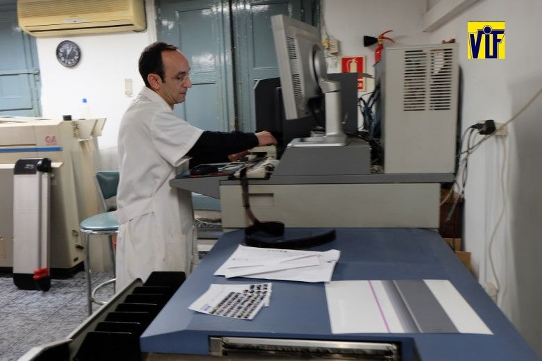 Color VIF laboratorio fotográfico profesional Barcelona, foto barata, fotos DNI al momento primera calidad