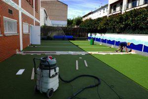 Con nuevas medidas de seguridad el patio del Gimnasio Club Esportiu Pantiquet hace reformas